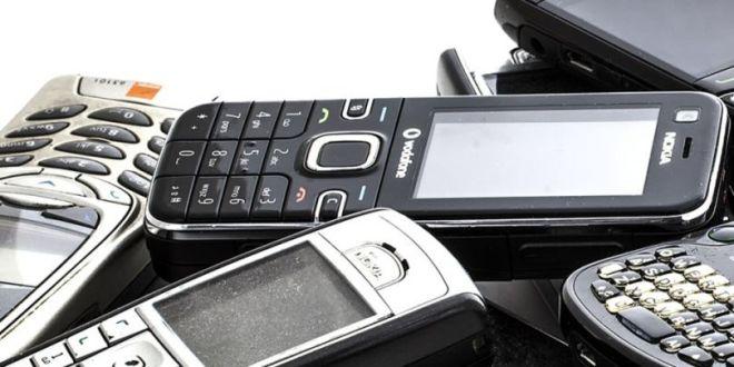 old-phones-930x649-810x565