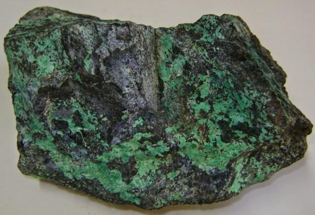 cobre-esverdeado