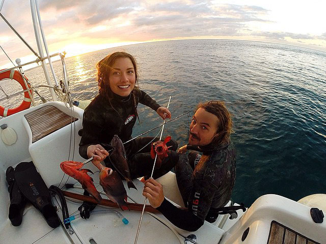 #46 Sailing the world and crowdfunding the trip with Riley and Elayna, Sailing La Vagabonde