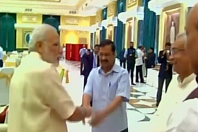 """Is Kejriwal sparking """"no-mobile"""" controversy because he was ignored in the Inter-State council meet?"""