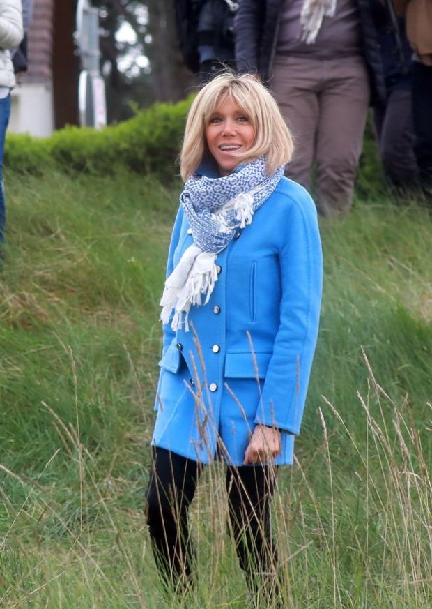 FAMEFLYNET-Emmanuel-Macron-And-His-Wife-Brigitte-Trogneux-Go-For-A-Walk-In-Le-Touquet-590267