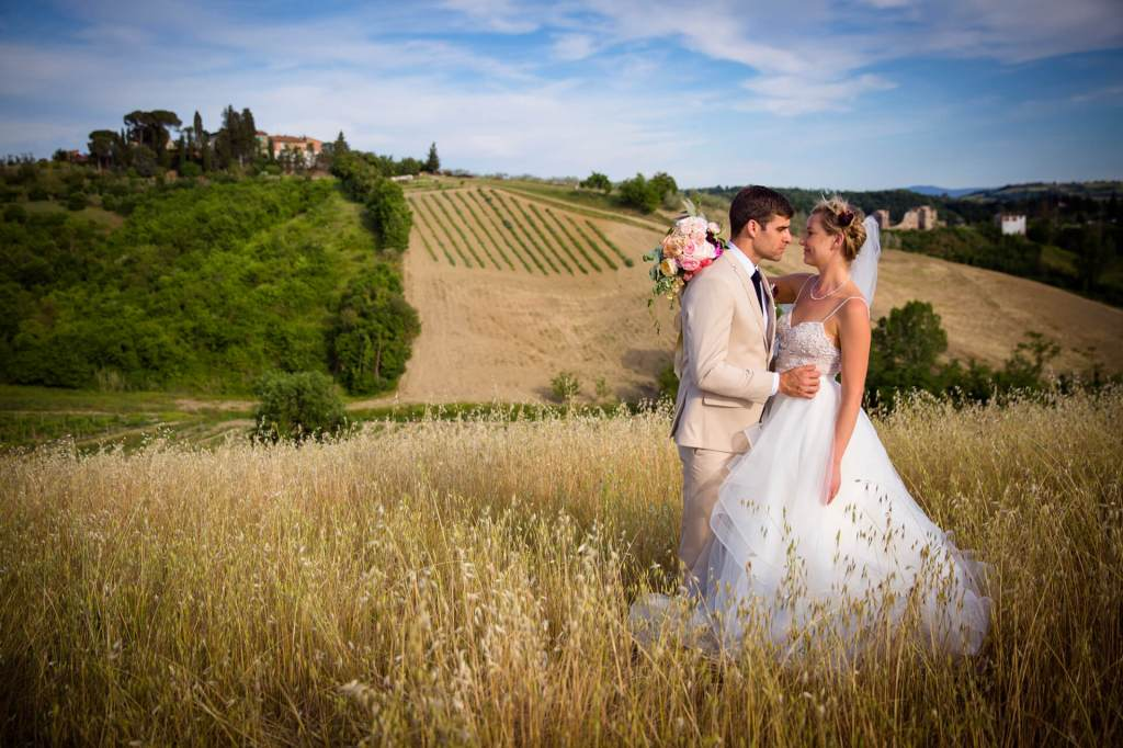 Lauren & Ben enjoy the tuscan country