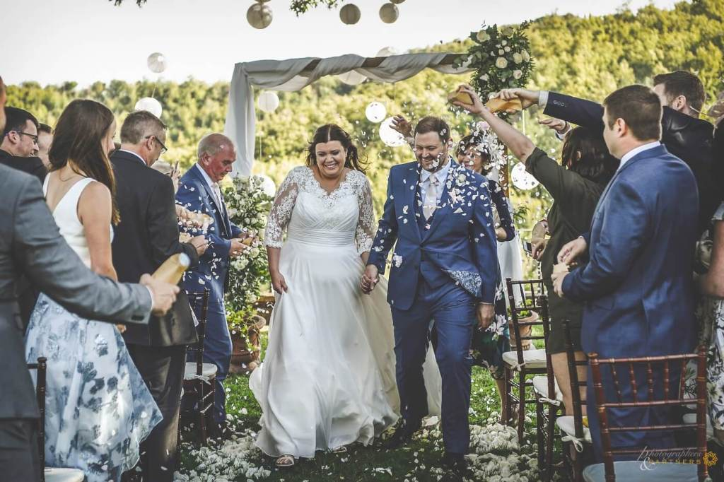 Amy & Elliot are now husband and wife