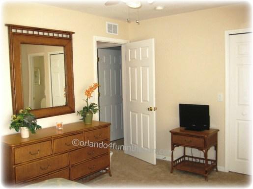 1008 317 CA Upstairs Master Bedroom25