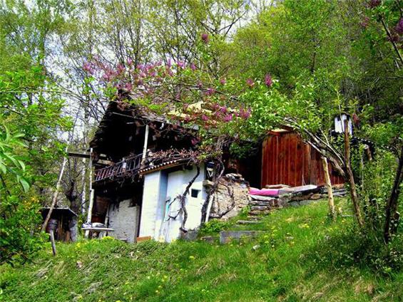 Pussarcima cottage in Cavagnago (Ticino)