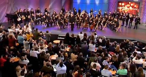 "A Banda de Música e de Gaitas do Barco interpreta ""Viloira"" no Luar"