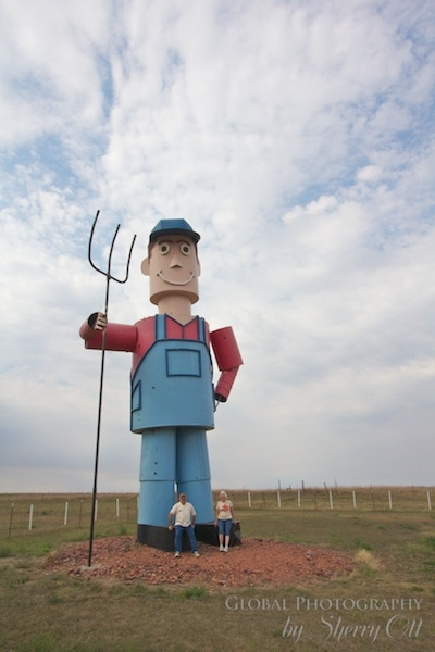 The tin farmer on the enchanted highway