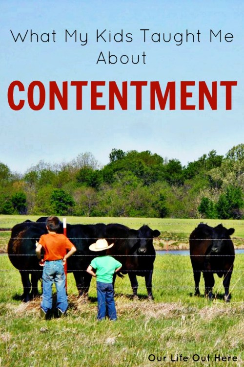 As parents, we worry about giving our kids the latest and greatest of everything. But, our kids have a completely different perspective! Learn what my kids taught me about contentment. #parenting #minimalism #simpleliving