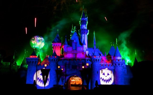 """MICKEY'S HALLOWEEN PARTY (ANAHEIM, Calif.) – The """"Halloween Screams"""" fireworks spectacular lights up the skies surrounding Sleeping Beauty Castle at Disneyland park, as part of the entertainment exclusive to the annual Mickey's Halloween Party. Returning for 17 nights in 2016, beginning Friday, Sept. 23, Mickey's Halloween Party is a time for guests to dress up for a ghoulish good time and enjoy seasonal scares such as Space Mountain Ghost Galaxy and Haunted Mansion Holiday. (Paul Hiffmeyer/Disneyland)"""