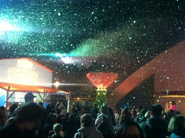winterfest-nightly-snow