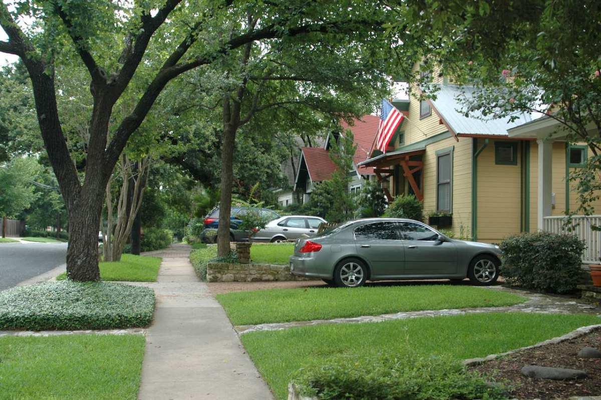 16-street-scene