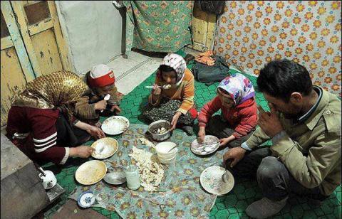 سبقت هزینه از درآمد خانوارها در ایران