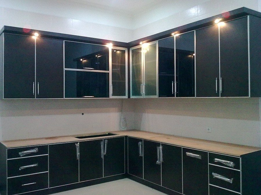 Berrumah minimalis 1 set lemari dapur for Lemari kitchen set aluminium