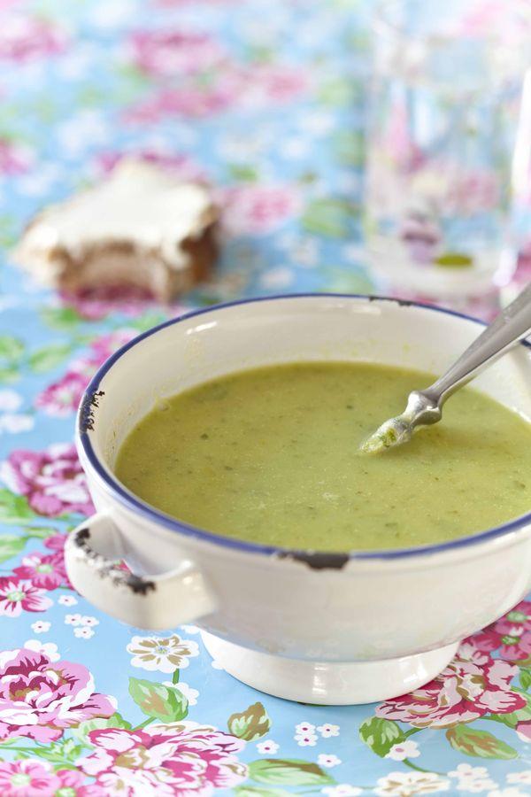 panier de saison potage d asperges vertes et salade velout printanier pour se doper au vert. Black Bedroom Furniture Sets. Home Design Ideas