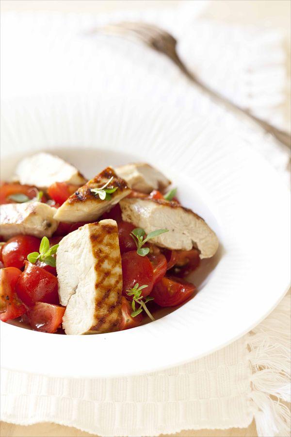 Panier de saison salade de tomates cerises au poulet grill r veill e par un vinaigre la - Comment faire du poulet grille ...