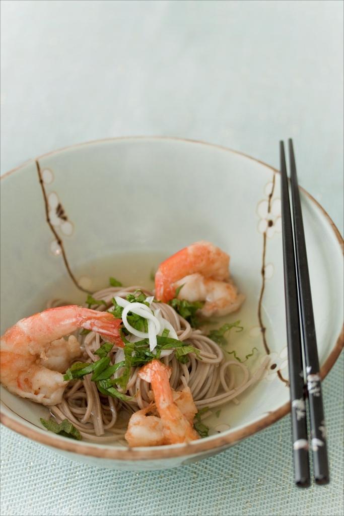 Panier de saison nouilles soba au dashi et tempura de - Apprendre a cuisiner facile ...