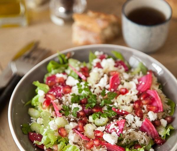 Le Je dis des livres déguste une salade choucroute feta et lit Nature d'Alain Ducasse
