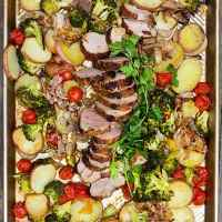 SPICE-CRUSTED PORK, POTATOES AND VEGETABLES