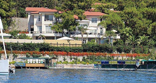 365D794300000578-3695470-Next_door_Erdogan_was_staying_in_a_holiday_villa_belonging_to_bu-m-41_1468927140775