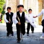 bambini ballano