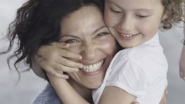 ¿Podrían tu hijos reconocerte por el tacto? Seguro que sí, mira este vídeo!