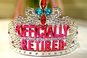 Oficjalna emerytka. W am. sklepach nie brakuje gadżetów na imprezy dla seniorów. Oni to dopiero potrafią się bawić. zdj. flickr/stevendepolo