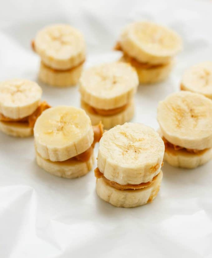 2 bananas with peanut butter