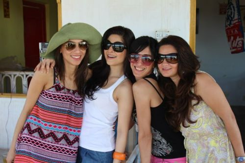Latest-Photo-Ayesha-Omer-Her-Friends-Engagingly-5
