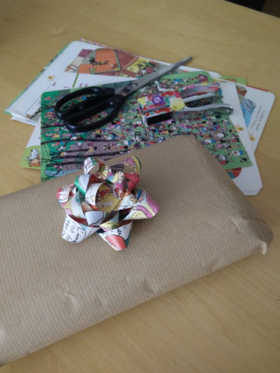 Gift bow made with recycled magazines