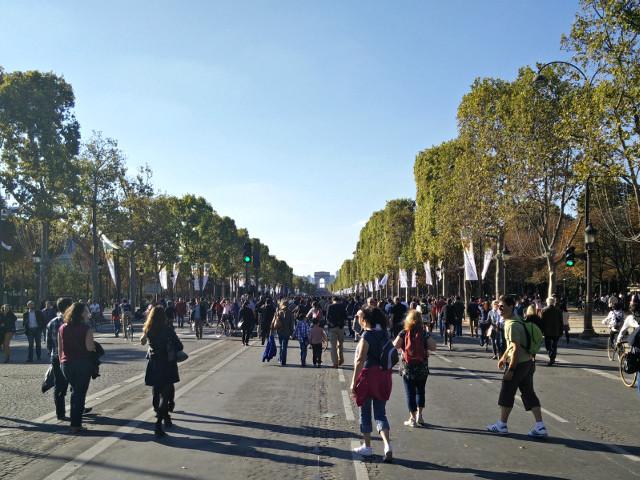 Débrouille: A Car free Champs Elysées