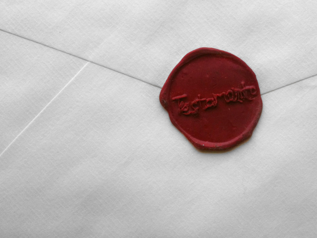 The wax seal made using the stamp and the wax from l'Écritoire