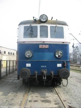 ET21-57 bezpośrednio przed wykonaniem naprawy rewizyjnej w ZNLE Gliwice podczas której przywrócono jej historyczne malowanie. Fotografia dzięki uprzejmości Autora (c) Marcin Kijek.