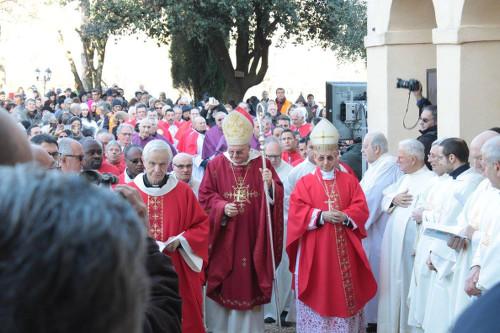 Il corteo si avvicina alla porta santa (foto Claudio David)