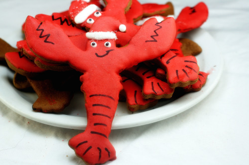 How to build a Gingerbread Lighthouse and Lobster Claus cookies!