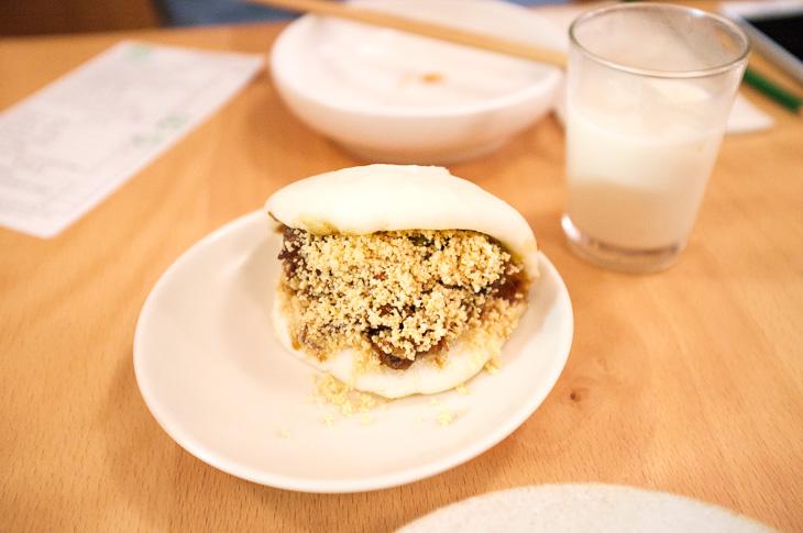 Passagem Gastronômica - Bun de Porco Desfiado com Amendoim - Restaurante BAO - Londres
