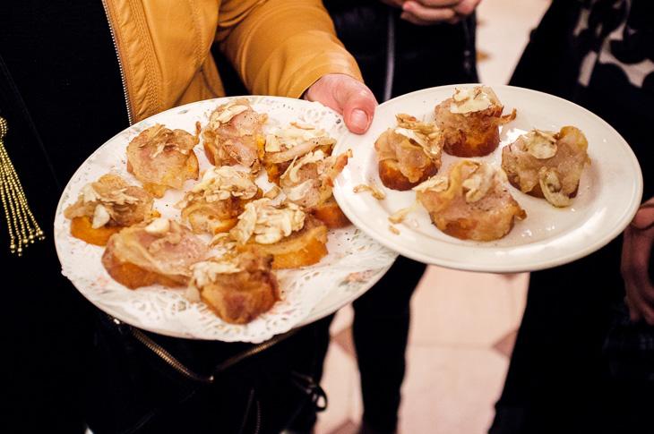Passagem Gastronômica - Papada de Porco com Cogumelos - Pintxos Bar em San Sebastian