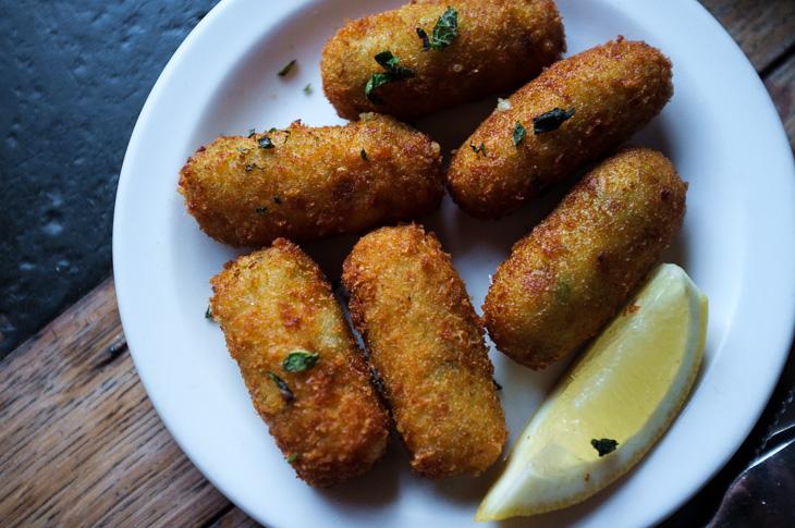 Passagem Gastronômica - Croquete de Queijo e Ervilha - Pizza East - Notting Hill -  Londres