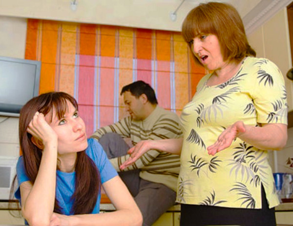Daughter-in-law is irritated by her mother-in-law