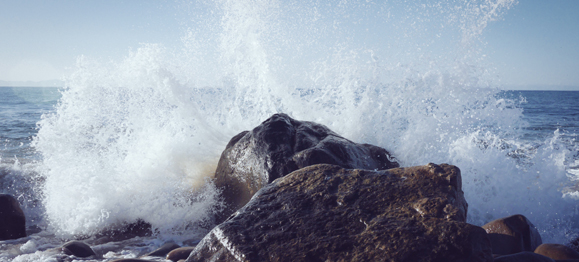 waves-on-rocks