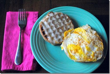 egg waffle sandwich 010