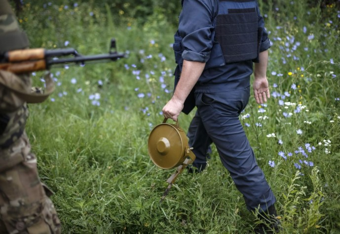 A soldier holds a land mine in the eastern Ukrainian village of Semenovka, July 14, 2014. In many ways, landmines are the earliest form of autonomous weapons. Photo by Gleb Garanich/Reuters