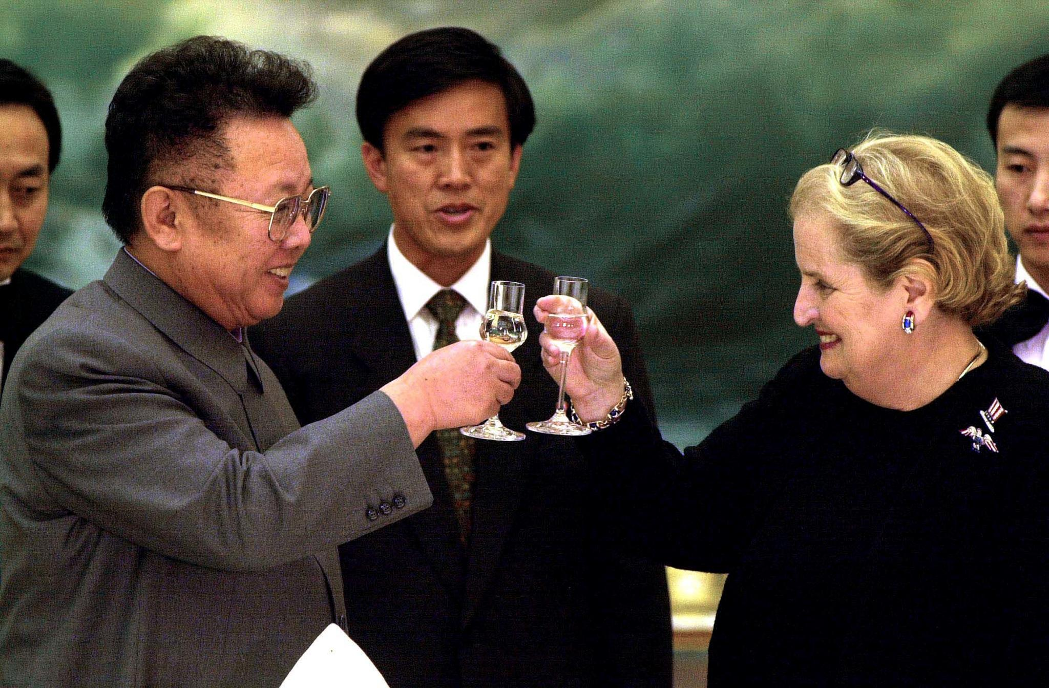 North Korean leader Kim Jong-il toasting U.S. Secretary of State Madeleine Albright when she visited Pyongyang in October 2000.