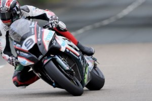 PACEMAKER PRESS BELFAST 04/06/2014: Ian Hutchinson on the PBM Kawasaki during Thusday's qualifying for the 2015 Monster Energy Isle of Man TT