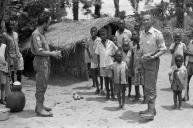 Nach dem Verlust der gesamten Ausrüstung bei der Gefangennahme in Bukavu kam das österreichische Sanitätsteam bei der Flüchtlingsbetreuung in Bakwanga (im Kasai) zum Einsatz.