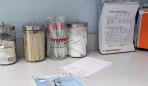 Medical supplies in a paediatrician's office is shown in Encinitas, California July 30, 2009 as the United States government debates health care reform.   REUTERS/Mike Blake (UNITED STATES HEALTH) - RTR26900