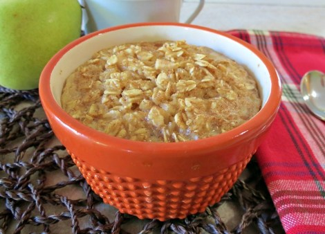 Cinnamon and Pear Baked Oatmeal