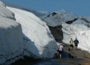 sníh na úpatí Studniční hory vydrží do začátku léta