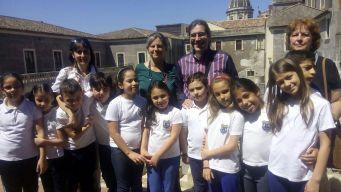 Gli alunni, le insegnanti e il dirigente al Palazzo della Cultura