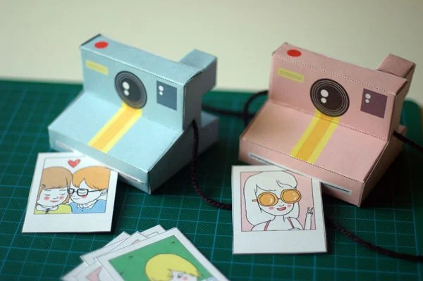 Polaroid Camera Models Made with Paper polaroidpapercraft