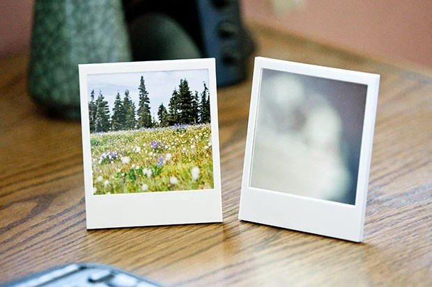 PetaPixel Photography Gift Guide 2011 polaroidpictureframe1